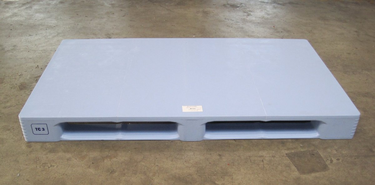 TC plastic pallet in oversize 1600 x 1000 mm. Clean welds = Craemer quality standard
